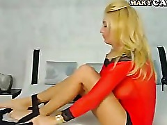Blonde cam girl masturbate on webcam