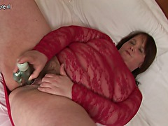 Amateur fat mother sticks dildo up her hairy pussy