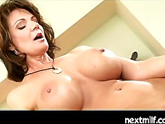 Mature housewives doing it lesbian style