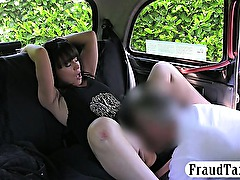 Curvy amateur brunette chick screwed up in the backseat