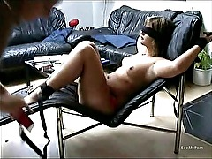 Submissive Amateur Girlfriend gives hot head on a recliner chair
