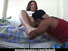 Amateur Asian babe puts on sex show with her guy