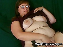 Fat woman with shaven vagina is fucked