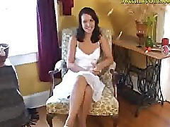 amateur hot brunette playing and pumping her pussy mp4