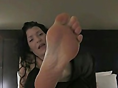 Brunette Foot Goddess foot teasing