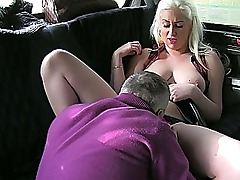Mature amateur gets with her taxi driver