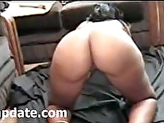 Bootylicious black babe shakes her booty