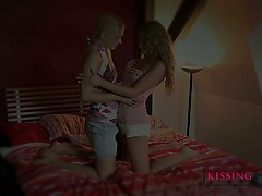 Kissing HD Very cute blonde kisses young amateur teen
