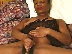 Amateur Ebony MILF Cloudia Love