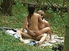 Voyeur found this hot couple fucking in the parc