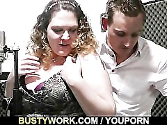 She gives head then gets her fat pussy licked
