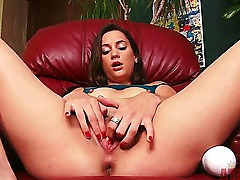 Georgia Jones ha bought her new vibrator and wants to present it to the whole world. She has so many expectation about her now machine friend, that she is almost about to cum.