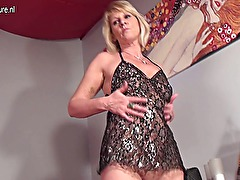 Amateur grandmother is hungry for a good fuck