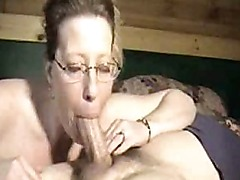 Mom with glasses asks for a cumshot
